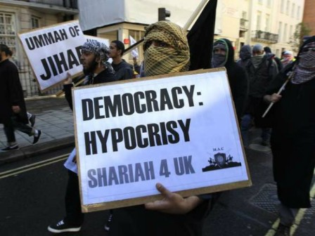 Shariah-4-UK.jpg 2016